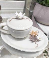 Tazzina fiore con coperchio e piattino in porcellana c/astuccio  cm14x8