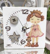Orologio bimba principessa / gatto Negò in resina con bottoni in legno e strass  cm12x12.