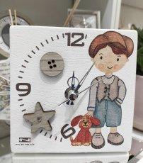 Orologio bimbo Negò in resina con bottoni in legno e strass  cm12x12.